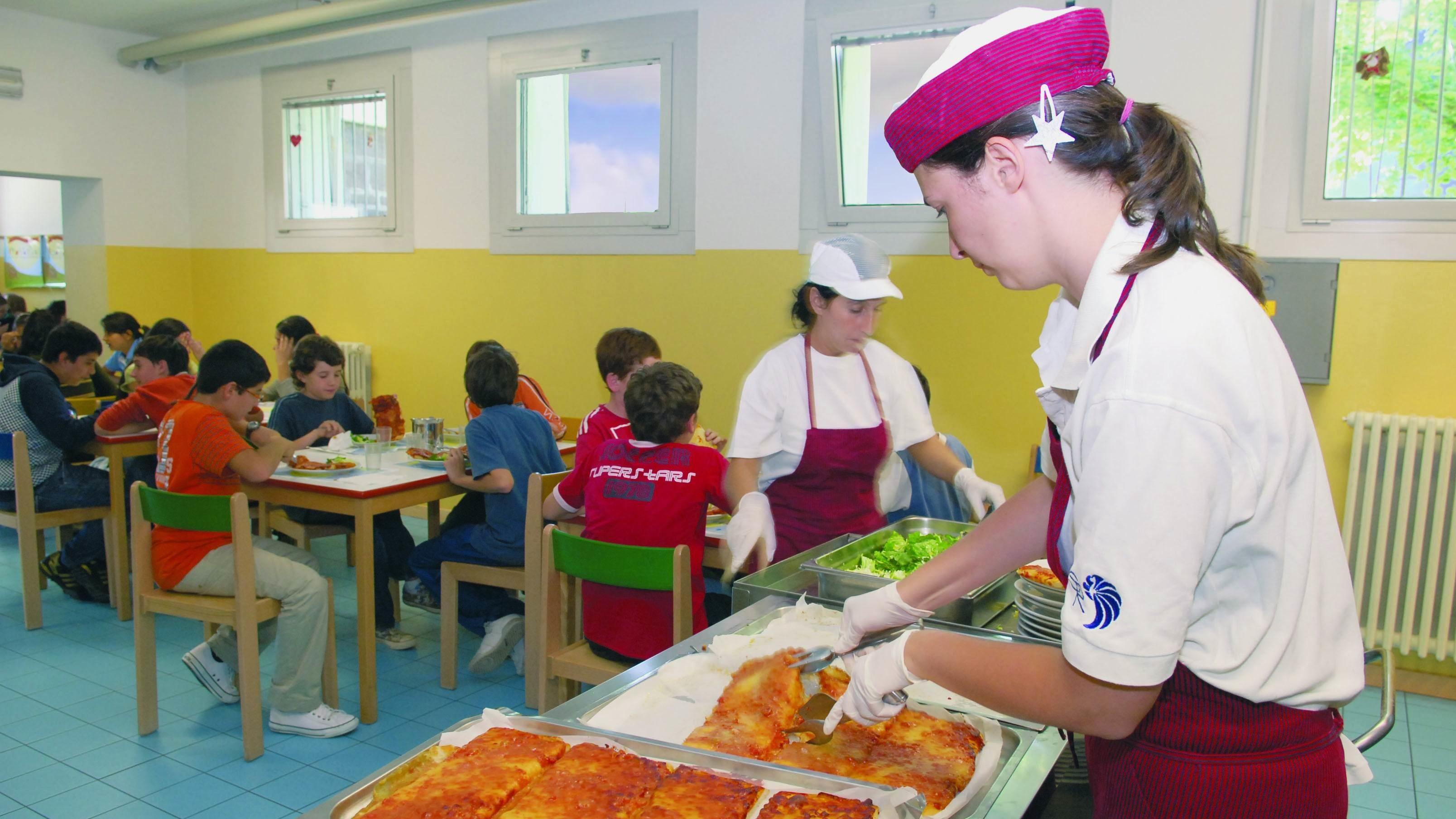 """È stato avviato ad Aragona il servizio di refezione scolastica per la scuola primaria dell'Istituto Comprensivo """"Luigi Capuana""""."""