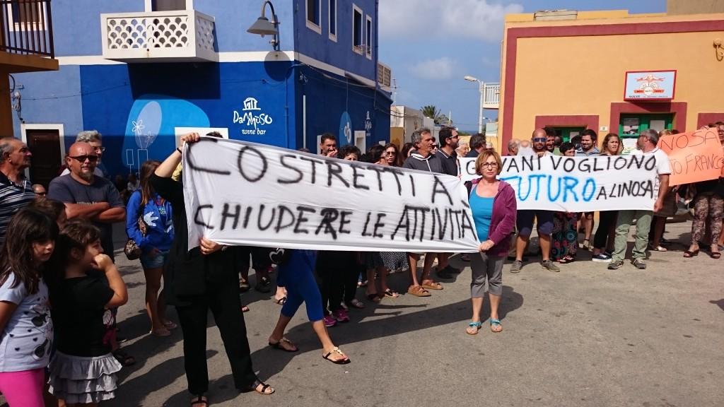 21-06-2015 -Linosa - sciopero Collegamenti Marittini (2)