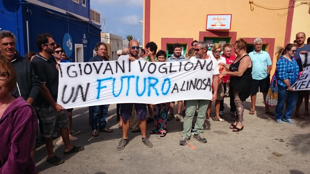 21-06-2015 -Linosa - sciopero Collegamenti Marittini (7)