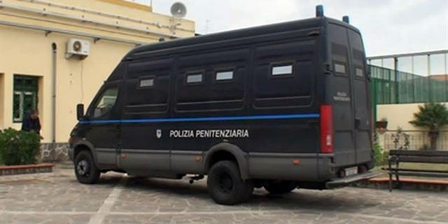 Agrigento: Agente di polizia penitenziaria agrigentino arrestato per stalking riammesso in servizio dal TAR