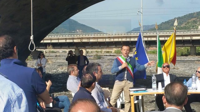 SANTA TERESA DI RIVA: Cateno De Luca si autosospende da sindaco