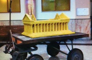 """Un plastico del Tempio della Concordia all'interno della Stazione ferroviaria di Agrigento. L'iniziativa, nell'ambito XX Anniversario """"Valle dei Templi – Patrimonio mondiale dell'Umanità"""""""