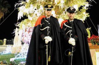 Carabinieri in alta uniforme nel centro storico di Sciacca