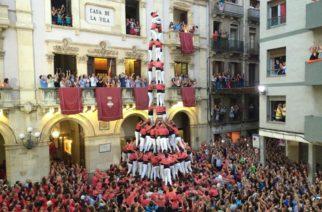 I gruppi del Mandorlo in Fiore sfilano a Palermo