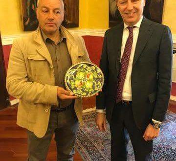 Agrigento: Cambio di omaggi tra il sindaco Lillo Firetto e Vinicio Togni