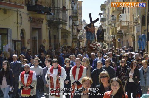 Venerdì Santo: Processione e Crocifissione