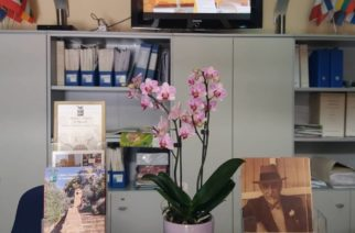 Customer satisfaction: turisti francesi regalano orchidea all'URP del Libero Consorzio