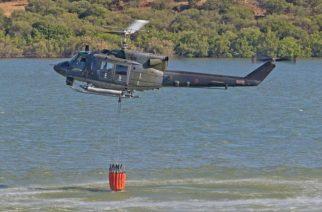 Incendi in Sicilia: intervento di elicottero dell'Aeronautica Militare a Casteltermini