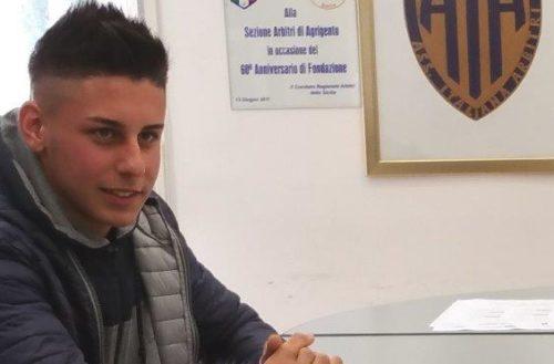 Daniele Ballacchino l'arbitro salvagente. Da bagnino salva mamma e figlia le congratulazioni del presidente Gero Drago.
